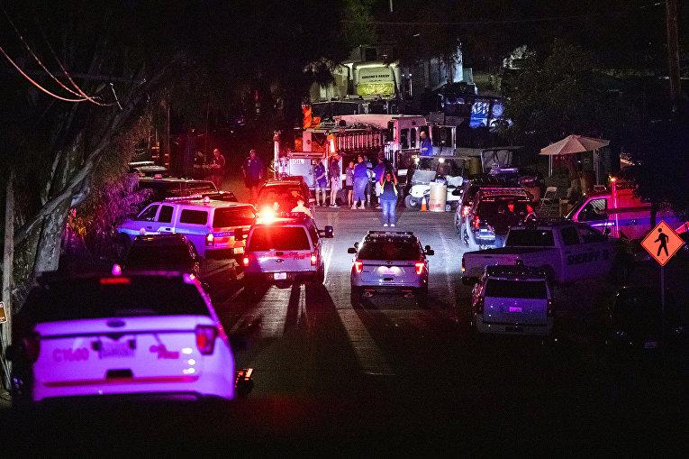 Полицейские машины на месте перестрелки в Гилрое, штат Калифорния, США