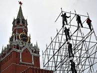 Монтаж металлической конструкции на Васильевском спуске в Москве