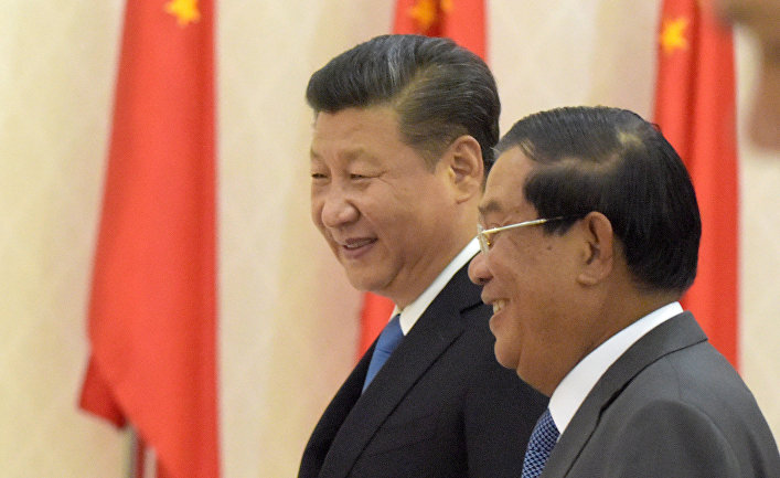 Председатель КНР Си Цзиньпин и премьер-министр Камбоджи Хун Сеном в Пномпене