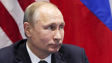 Президент Путин слушает президента Трампа на встрече в рамках саммита G20 в Гамбурге