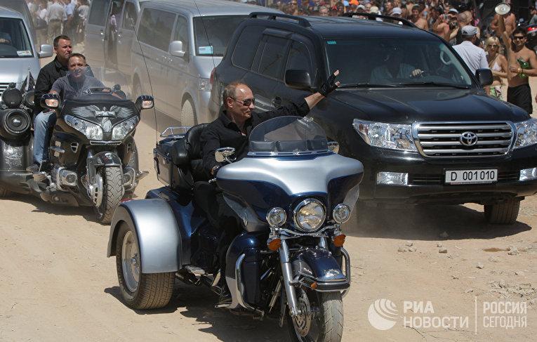 Визит премьер-министра РФ Владимира Путина в Крым