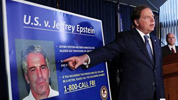 Фотография Джеффри Эпштейна во время расследования в Нью-Йорке