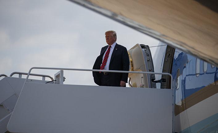 Президент США Дональд Трамп перед вылетом на саммит G7 в Квебеке, Канада. 8 июня 2018