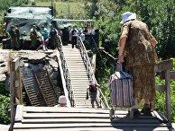 """У КПВВ """"Станица Луганская"""" состоялся первый этап отвода украинских подразделений"""