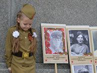 """Акция """"Бессмертный полк"""" и раздача георгиевских ленточек в Варшаве"""