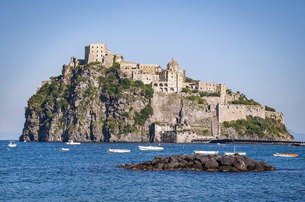 Арагонский замок, Италия