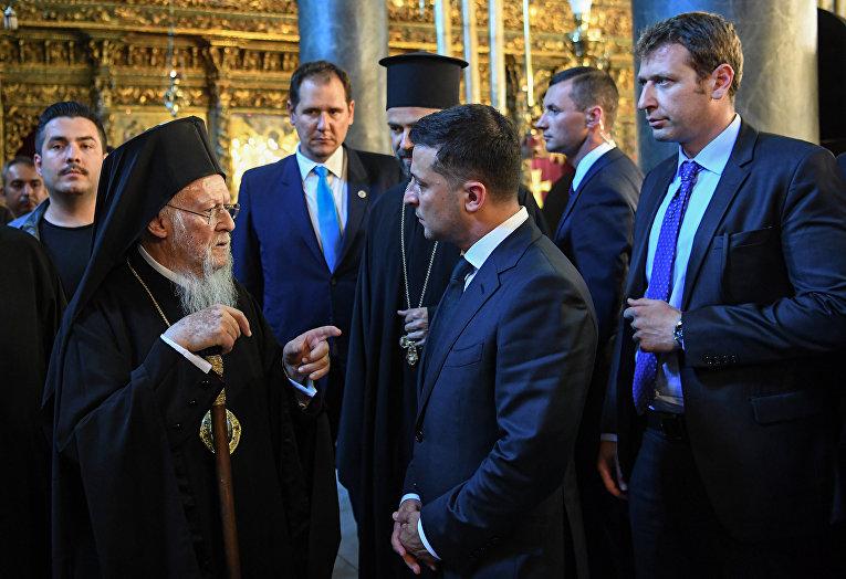 Президент Украины Владимир Зеленский и патриарх Варфоломей во время встречи в Стамбуле