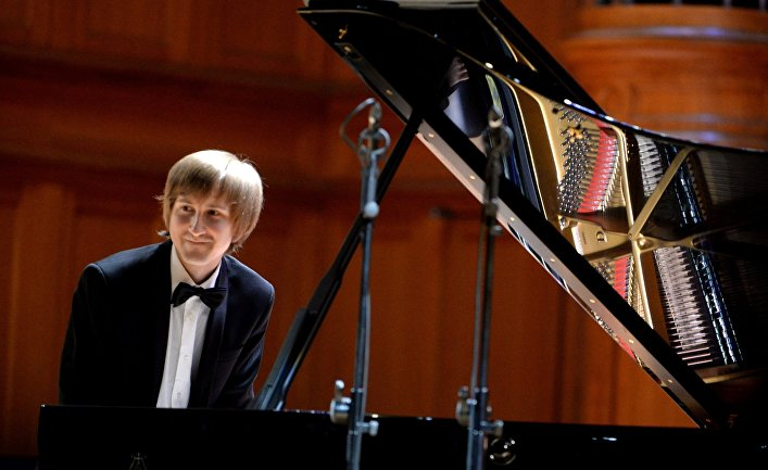 Дмитрий Маслеев (фортепиано) выступает на гала-концерте лауреатов XV Международного конкурса им. П.И. Чайковского