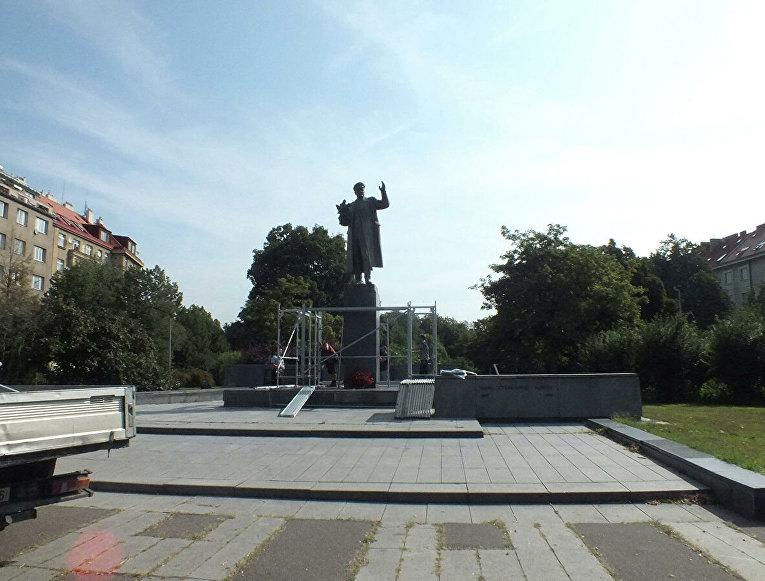 Памятник маршалу Коневу в Праге.