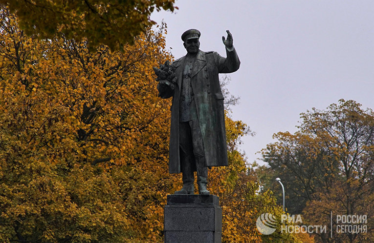 Памятник маршалу Коневу в Праге