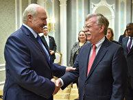Президент Беларуси Александр Лукашенко и советник по национальной безопасности США Джон Болтон во время встречи в Минске
