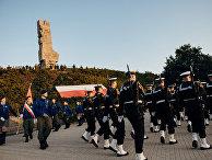 Участники шествия во время памятной церемонии по случаю 80-й годовщины начала Второй мировой войны