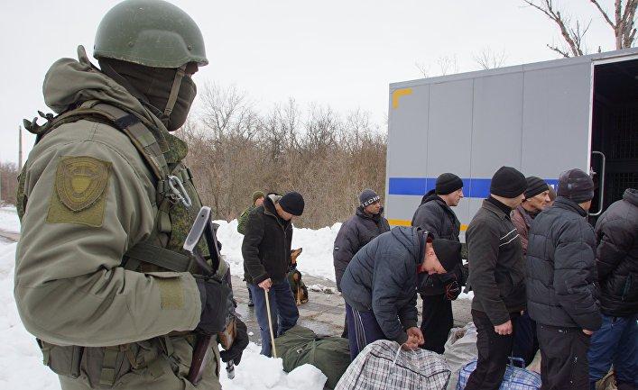 Передача военнопленных Украине представителями ЛНР