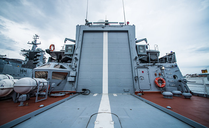 """Ангар для вертолета Ка-27ПЛ на корвете Тихоокеанского флота """"Совершенный"""""""