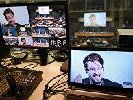 Эдвард Сноуден во время видеоконференци