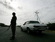 Венесуэльские военные патрулируют границу с Колумбией