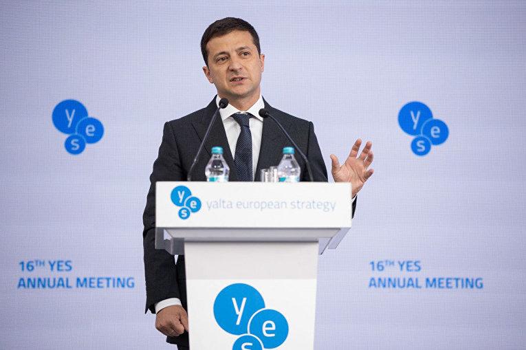 Президент Украины Владимир Зеленский выступает не Ялтинском форуме Европейской стратегии (YES) в Киеве