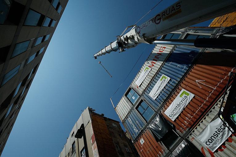 Жилье, построенное из морских контейнеров в Барселоне