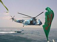 Вертолет ВМС Ирана недалеко от порта Бандар-Аббас