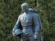 Памятник Воину-освободителю установлен на Таллинском военном кладбище