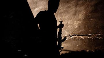 Сирийский повстанец с автоматом