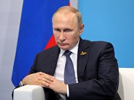 """Президент РФ Владимир Путин во время беседы с премьер-министром Японии Синдзо Абэ на полях саммита лидеров """"Группы двадцати"""" G20 в Гамбурге. 7 июля 2017"""