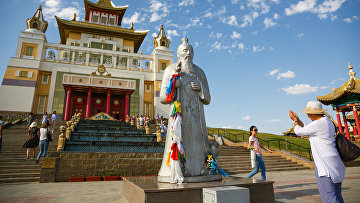 Буддийские храмы города Элисты