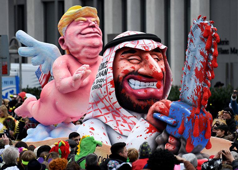 Фигуры, изображающие Президента США Дональда Трампа и наследного принца Саудовской Аравии Мохаммада бен Салмана на карнавале в Дюссельдорфе