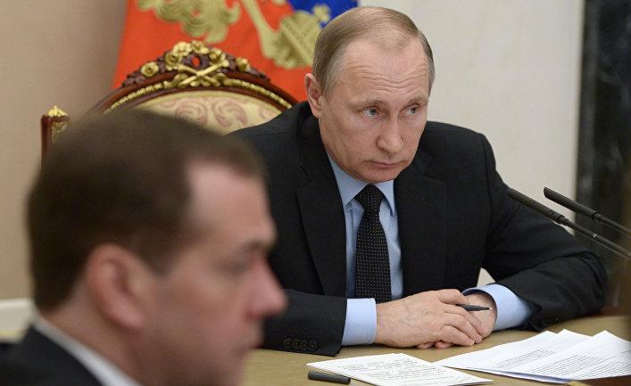 Президент России Владимир Путин проводит в Кремле совещание с членами правительства РФ. 16 марта 2016