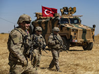 Американские солдаты во время совместного патрулирования США и Турции недалеко от Тель-Абьяда