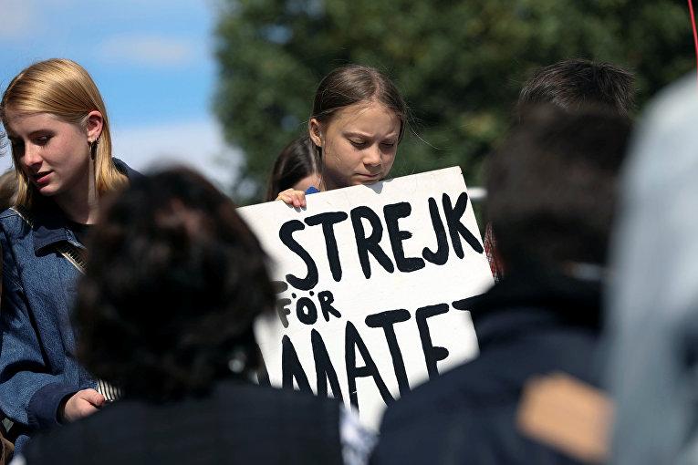 Экологическая активистка Грета Тунберг участвует в митинге в Айова-Сити