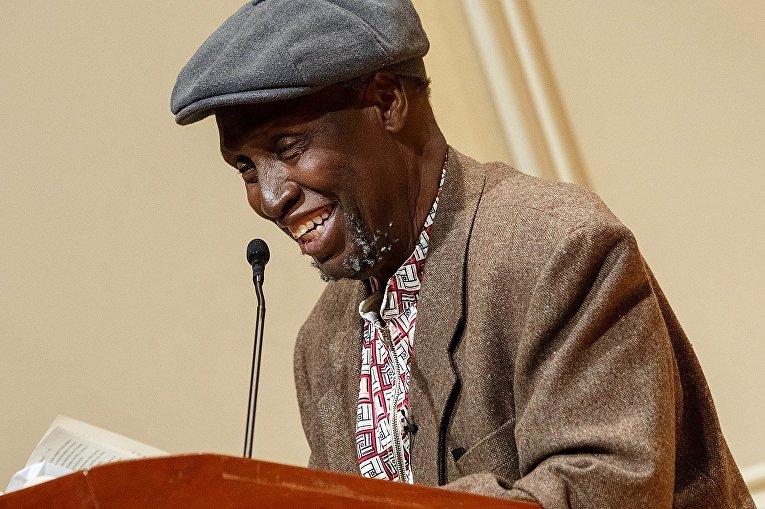 Кенийский писатель Нгуги Ва Тхионго