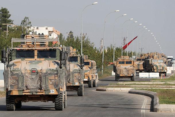 Военная техника в турецком пограничном городе Джейланпинар в провинции Шанлыурфа