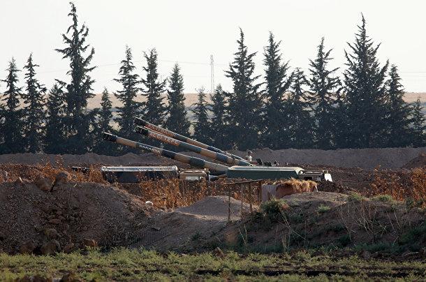 Гаубицы турецкой армии на турецко-сирийской границе недалеко от города Акчакале