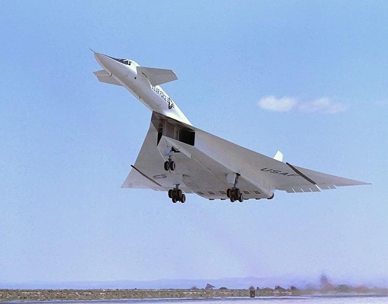 Самолет Норт Америкен XB-70 «Валькирия»