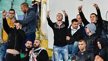 Болгарские болельщики во время отборочного матча между сборными Болгарии и Англии