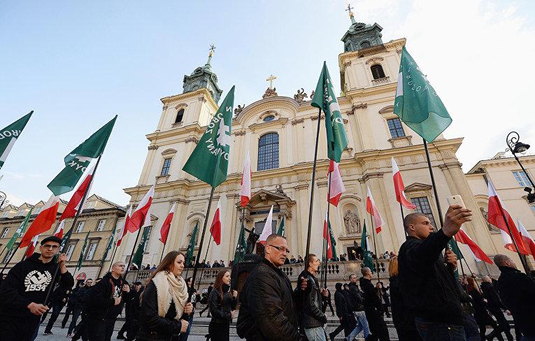 Участники акции протеста против мигрантов в Варшаве, Польша
