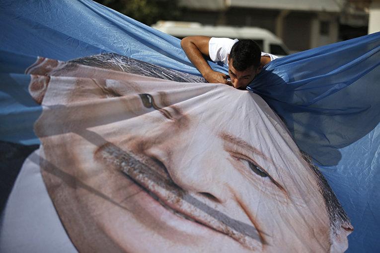 Изображение президента Турции Реджепа Тайипа Эрдогана в турецком городе Акчакала