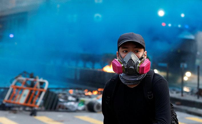 Участник антиправительственных протестов в Гонконге