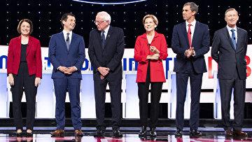 Кандидаты в президент США от Демократической партии во время дебатов