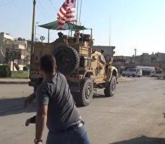 В Сирии американцев забросали камнями и гнилыми фруктами