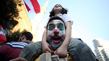 Участники антиправительственной акции протеста в Бейруте, Ливан