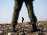 Солдаты российской армии на военной базе во время занятий по огневой подготовке