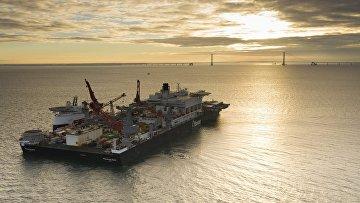 Судно-трубоукладчик Pioneering Spirit у Берегов Дании