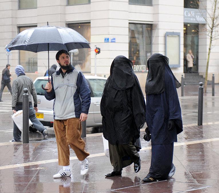 Мусульманские женщины в Марселе, Франция