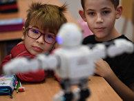 Школьники на уроке в Сольноке, Венгрия