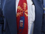 Мужчина в костюме с галстуком