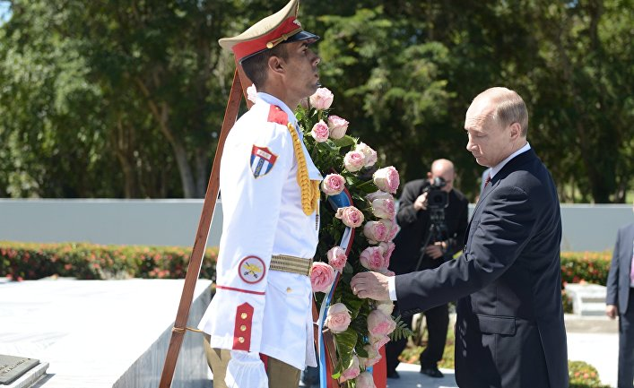 Владимир Путин на церемонии возложения венка к Мемориалу советского воина-интернационалиста в Гаване