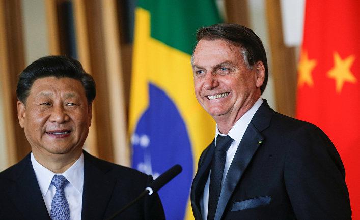 Президент Бразилии Жаир Больсонаро и председатель КНР Си Цзиньпин во время саммита БРИКС в Бразилии