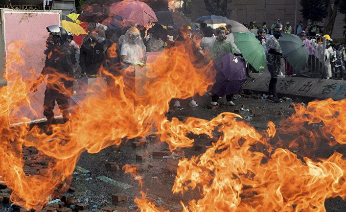 Участники акций протеста в Гонконге